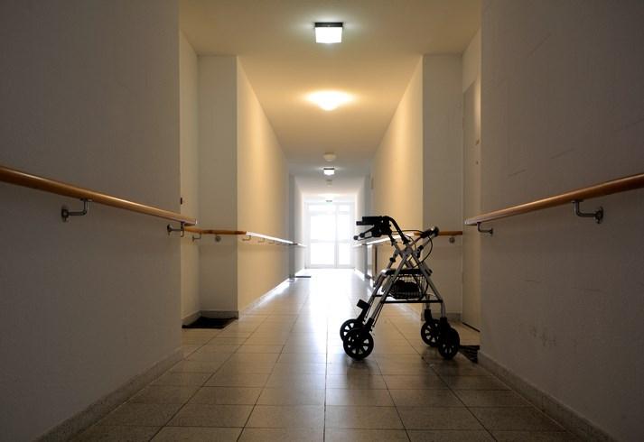 2018-05-03-nursing-home-hallway-AB