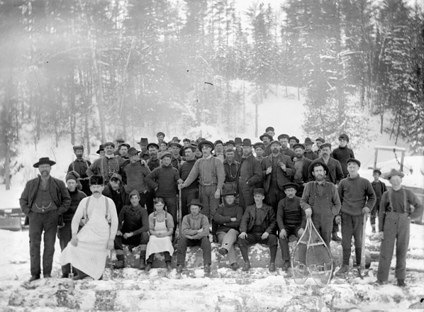 Lumbermen in the Ottawa Valley, late 19th century. Photo/ Topley Studio-Library and Archives Canada, PA-012605