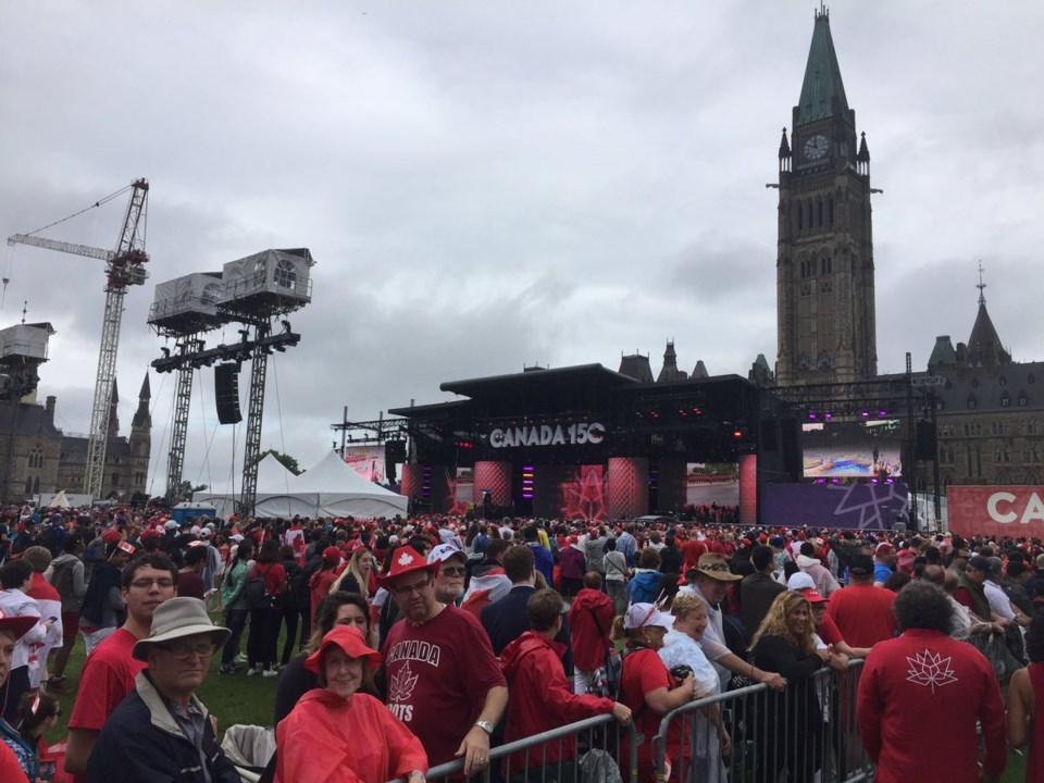 2018-04-06-Canada-150-crowd-shot-AB