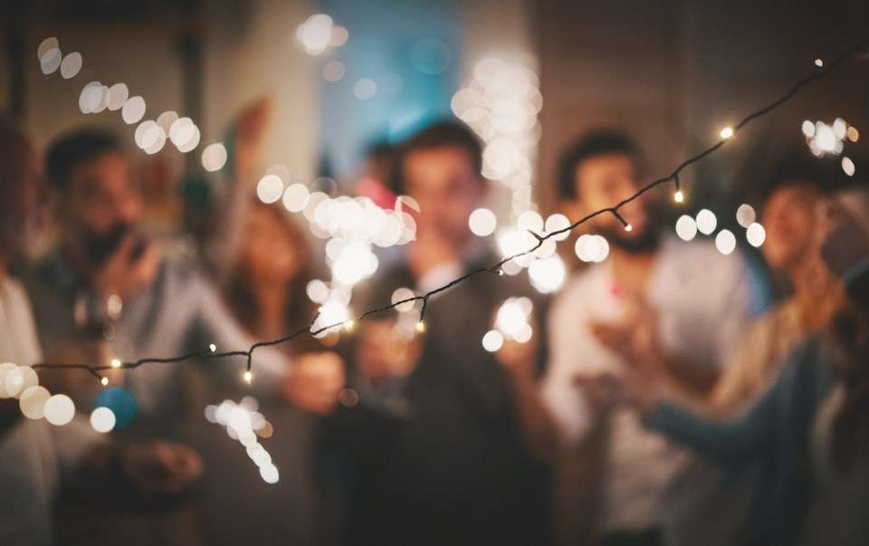 airbnb blocks new years eve house parties
