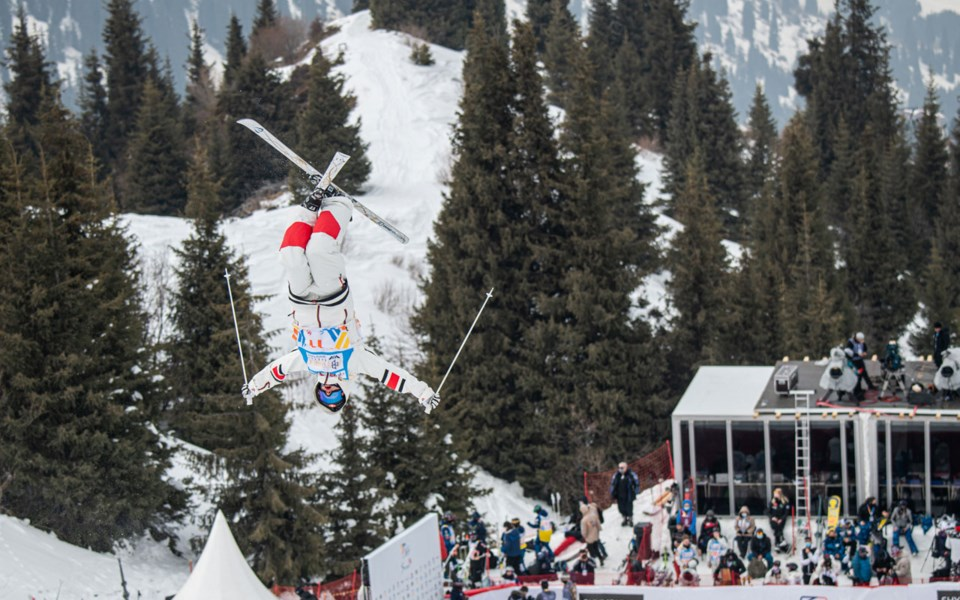 web-whistler -brenden-kelly-moguls skiing