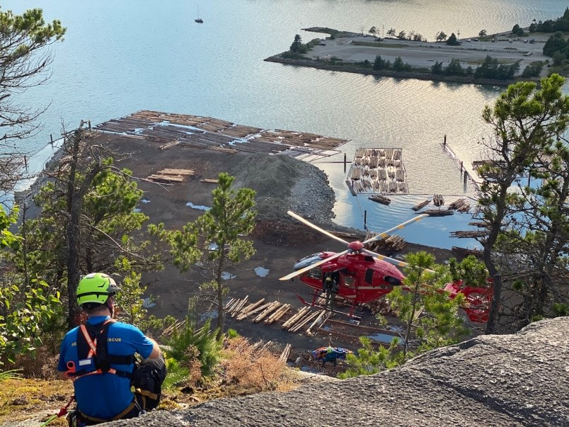 squamish-sar-volunteers-in-action-on-a-rescue-july-12