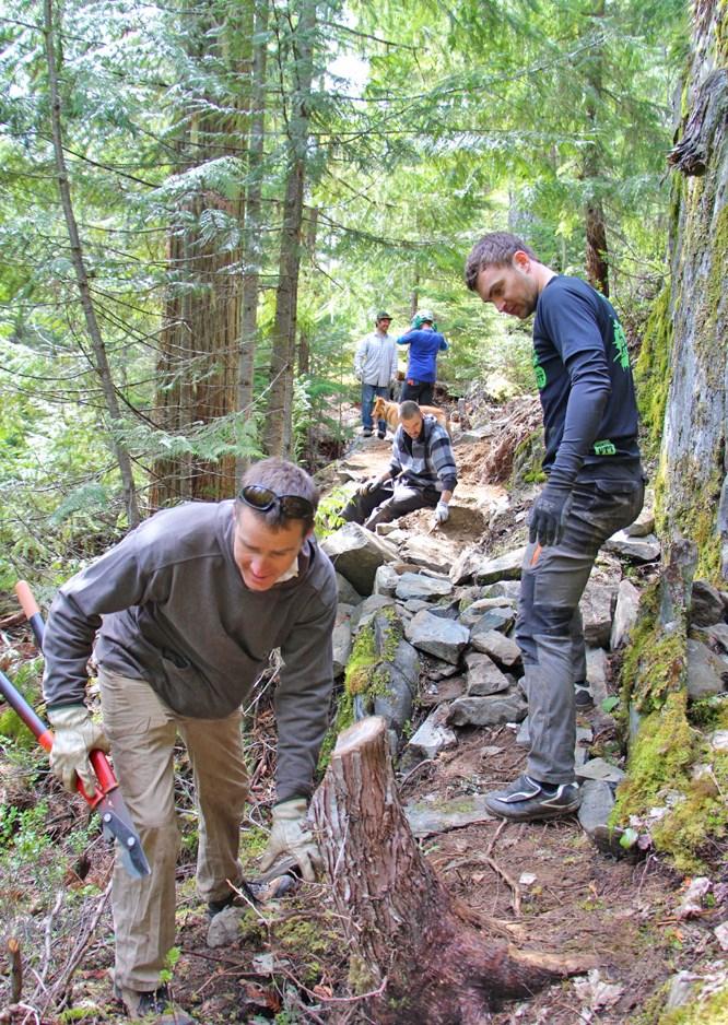 Volunteers at WORCA trail day April29th_2015_Trail_CutAbove___Photo_Bikepirate_Worca_3