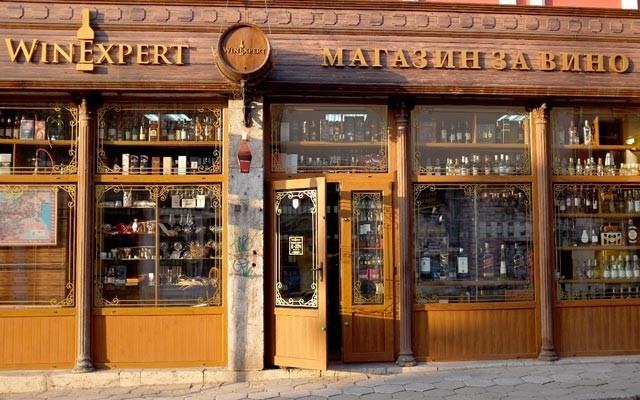 A wine shop in Tarnovo. Photo by Alison Appelbe