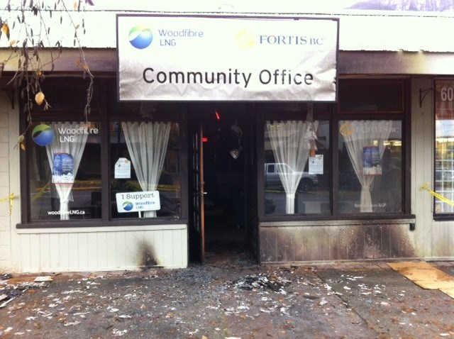 A small fire outside the Woodfibre LNG/Fortis BC community office in Squamish was quickly extinguished and is under investigation.