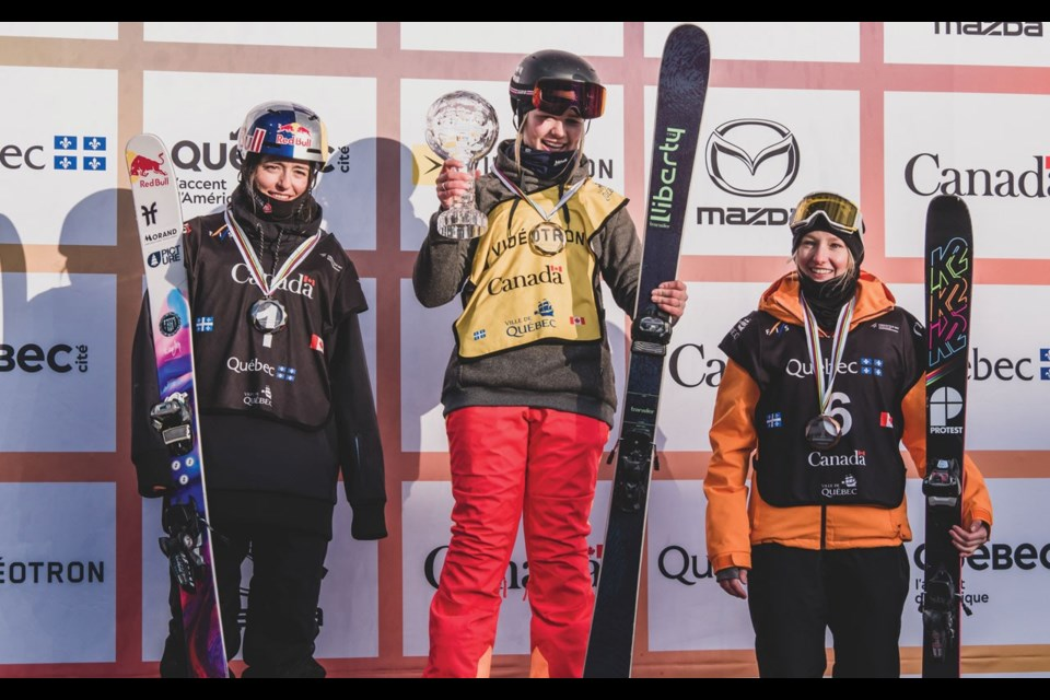 1> GLOBETOPPER Canadian Elena Gaskell (centre) celebrates her FIS Crystal Globe win for big air after the World Cup final in Quebec City on March 16. <ParaStyle:CUTLINE\:CUTLINE Credit><pDropCapDetail:LeftGlyphEdge><pAbsorbIdeoSpace:1><cDiacVPos:5>Photo by Mateusz Kielpinski/FIS<cDiacVPos:><pDropCapDetail:><pAbsorbIdeoSpace:>
