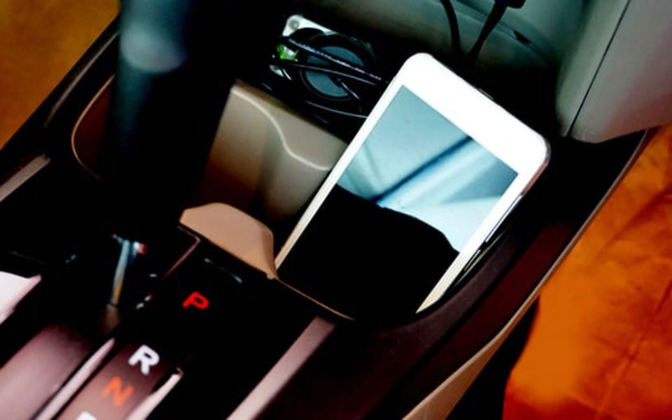 cell-phone-cupholder-car-min-1