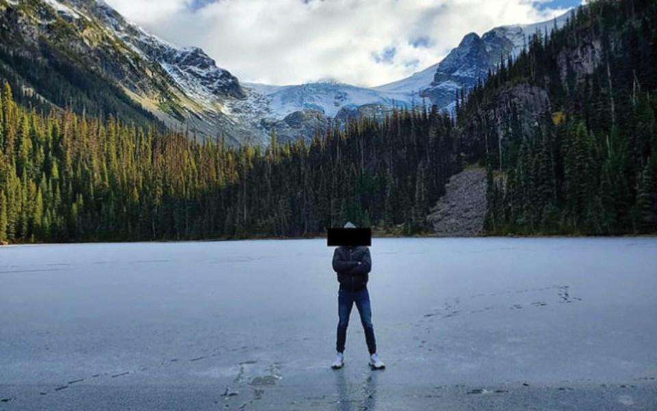 joffre_lakes_ice_1