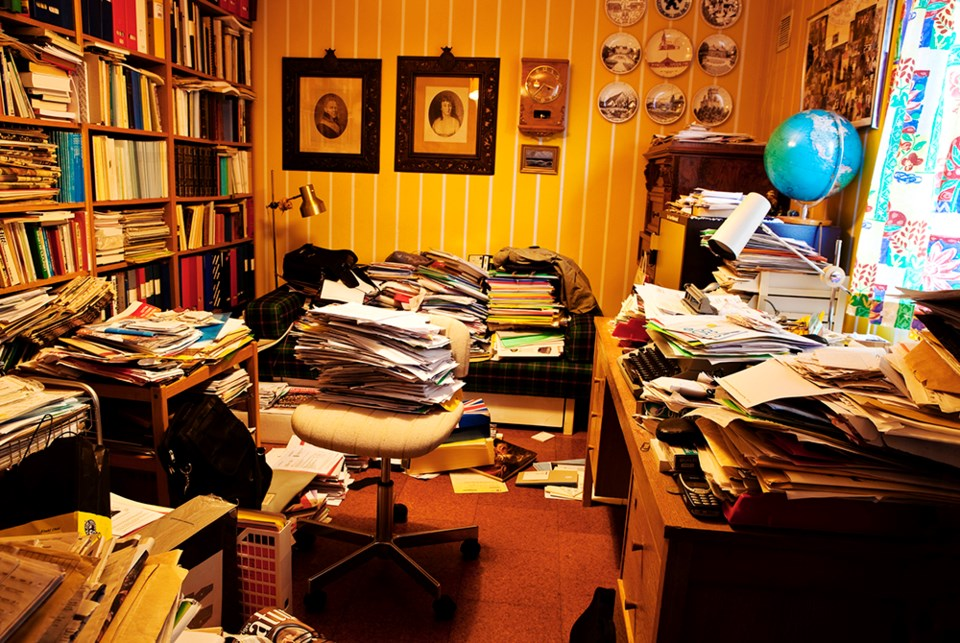2645_kicking_the_clutter