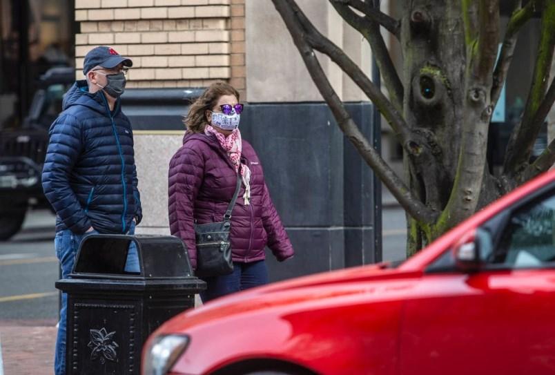 pedestrians-masks