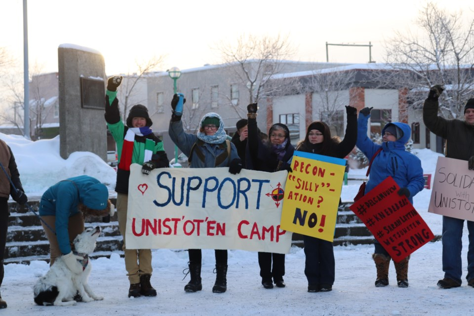 More than 50 people braved negative temperature to show support. (via Hanna Petersen)