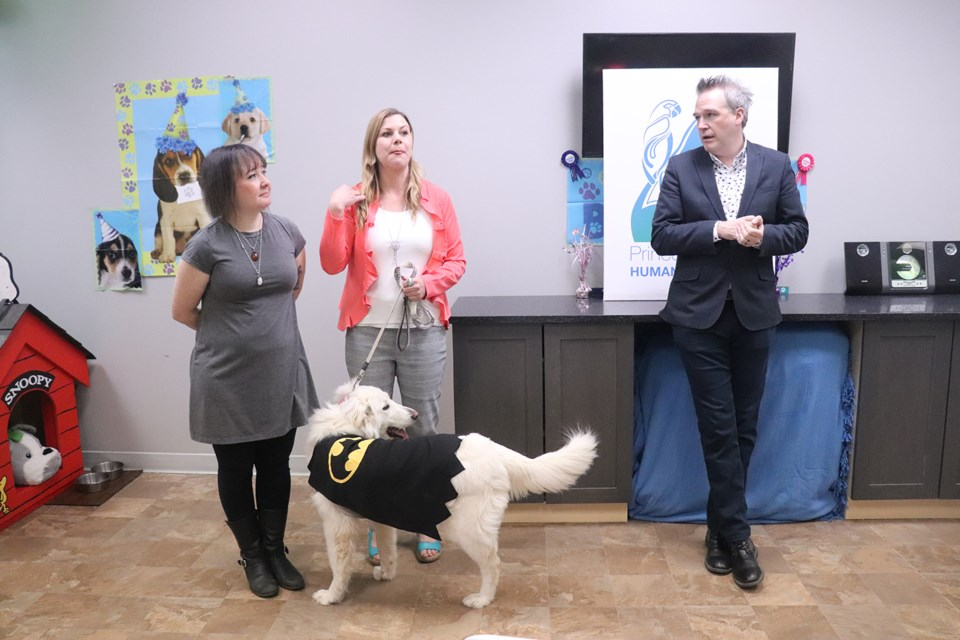 The Humane Society's Leah Coghlan and Melissa Garner and Northern Fan Con's Norm Coyne assisted Poppy with the announcement. (via Hanna Petersen)