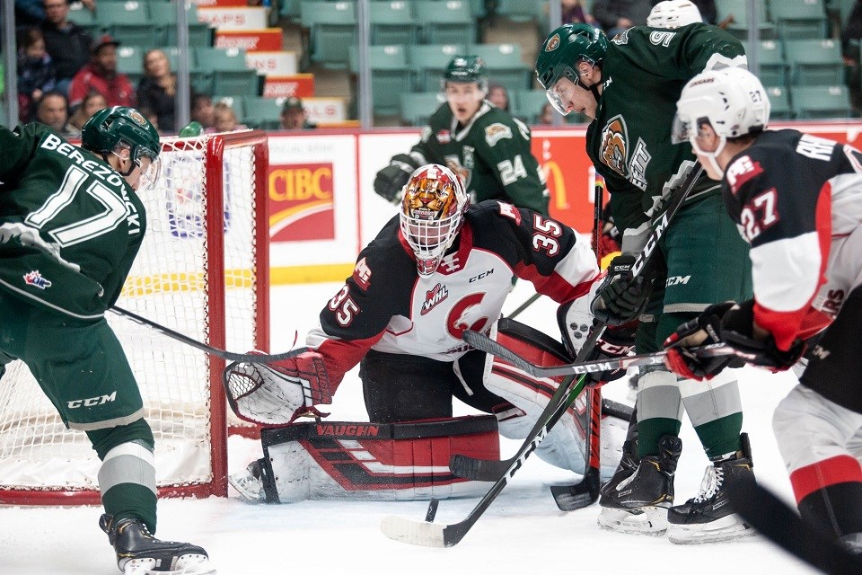 Taylor Gauthier (#35) makes the stop on his glove side at the CN Centre against Everett (via Prince George Cougars/Brett Cullen Photography)