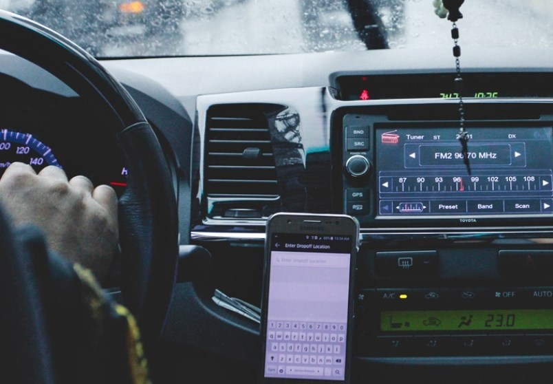 driving-cell-phone
