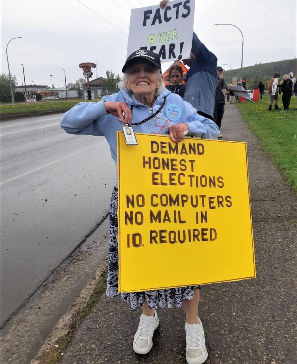 20 Anti-vacc protest granny