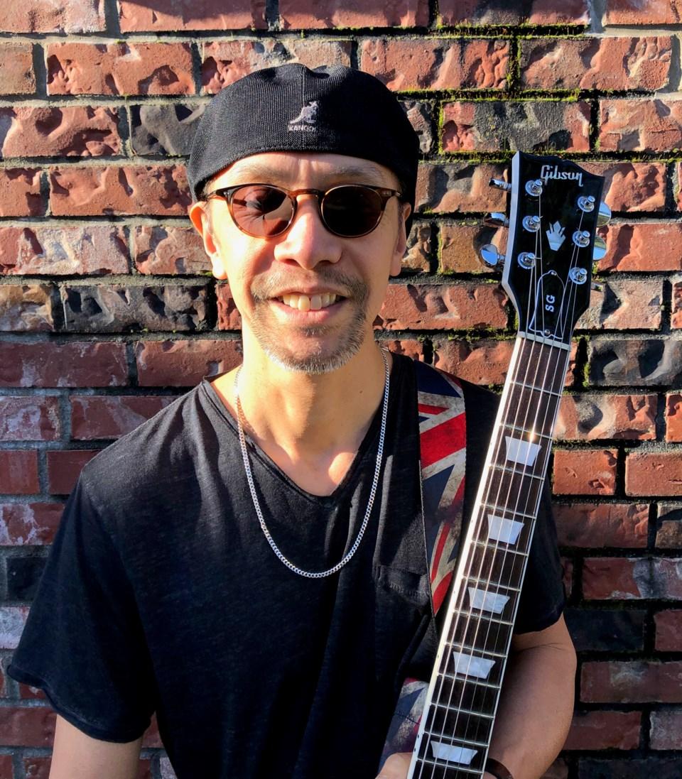 Roland Nipp guitarist