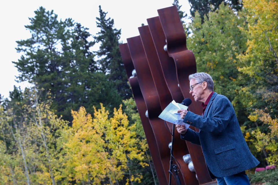 Canmore artist Tony Bloom speaks during the unveiling of his new sculpture Altered Ground on Fairholme Drive on Friday (Sept. 25). EVAN BUHLER RMO PHOTO