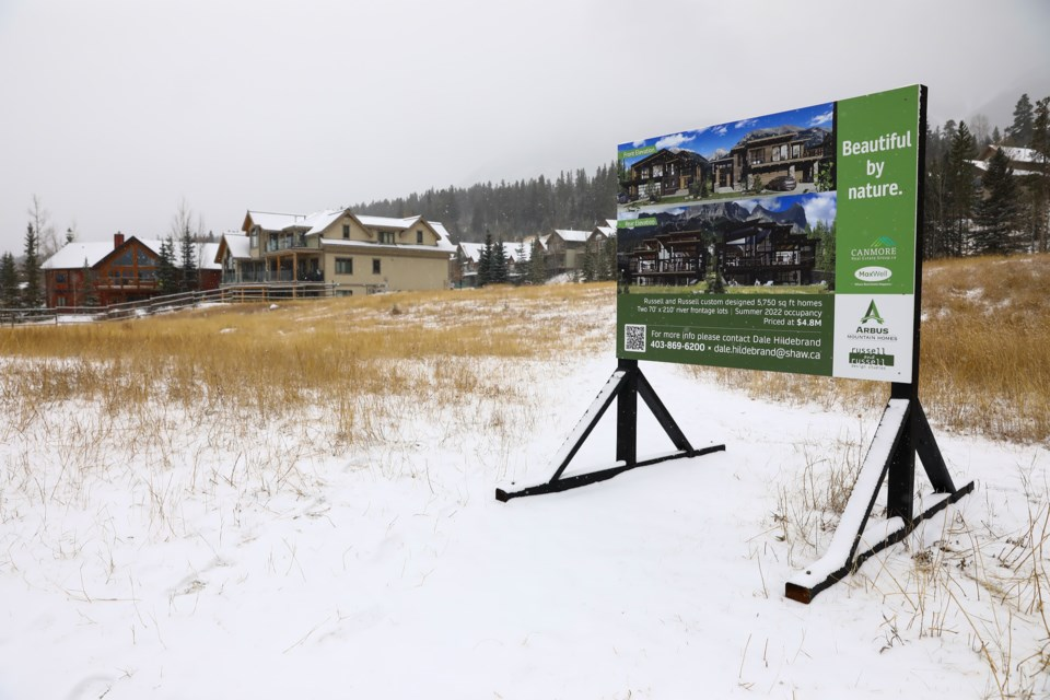 Two empty lots yet to be developed on Van Horne in Canmore on Tuesday (Nov. 10). EVAN BUHLER RMO PHOTO