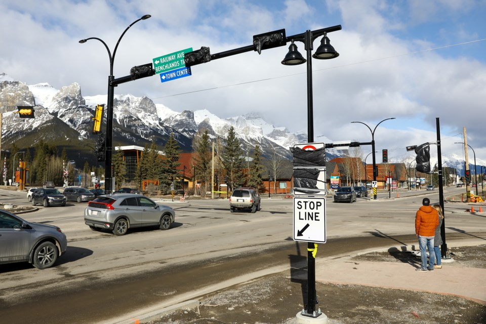 Construction on the intersection of Railway Avenue/Benchlands Trail and Bow Valley Trail continues on Saturday (March 27). EVAN BUHLER RMO PHOTO