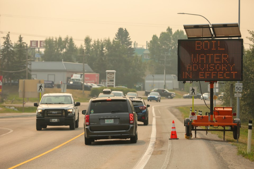 A sign notifies drivers about the boil water advisory in Canmore on Friday (July 30). EVAN BUHLER RMO PHOTO
