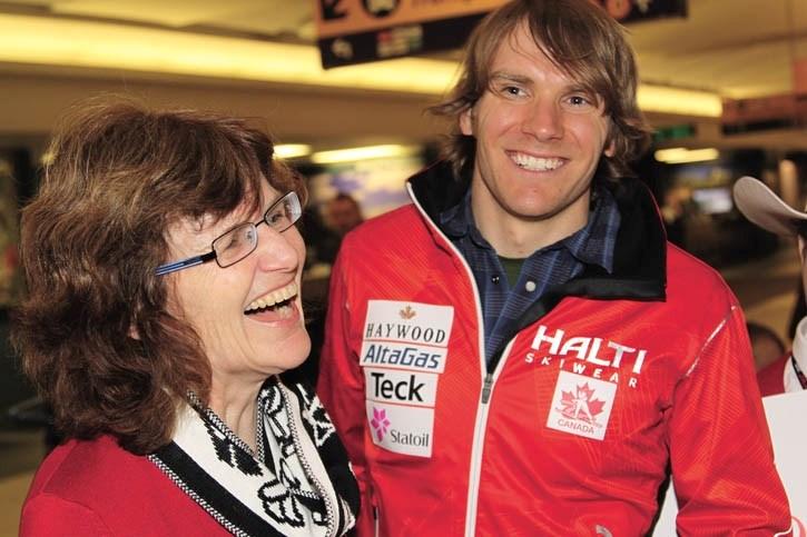 Devon Kershaw celebrates his four medal-performance at the Tour de Ski with mom Maureen's upon returning to Calgary airport Monday (Jan. 10).