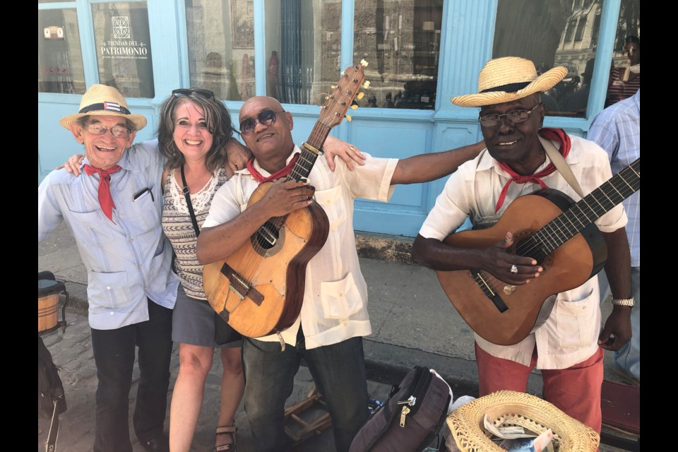 Valley Winds Music Association choir co-director Lee Ann DeCoteau visits with Havana musicians. (Submitted Photo)