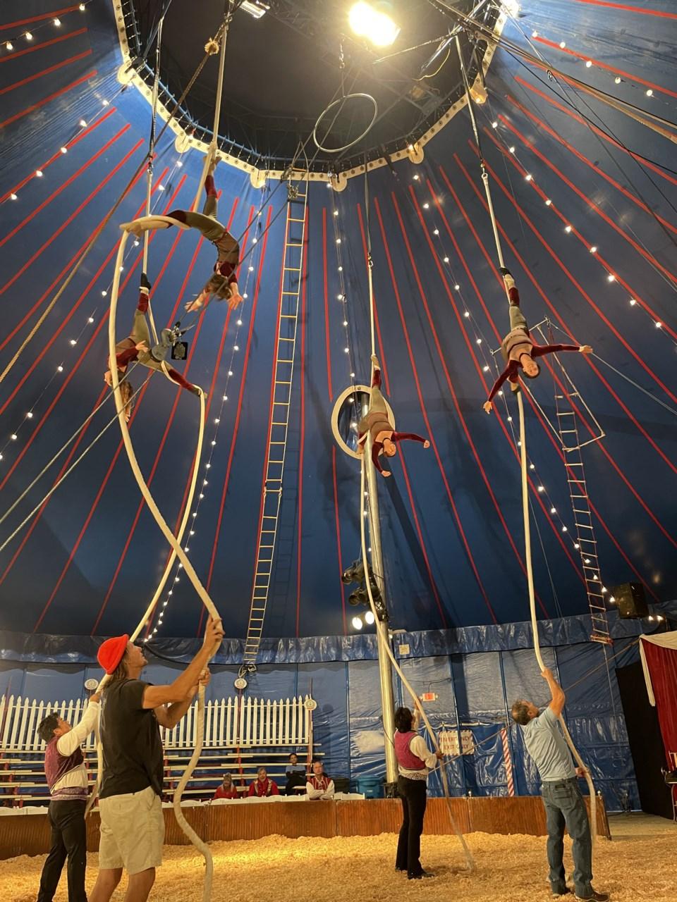 spanish-web-aerialists-circus