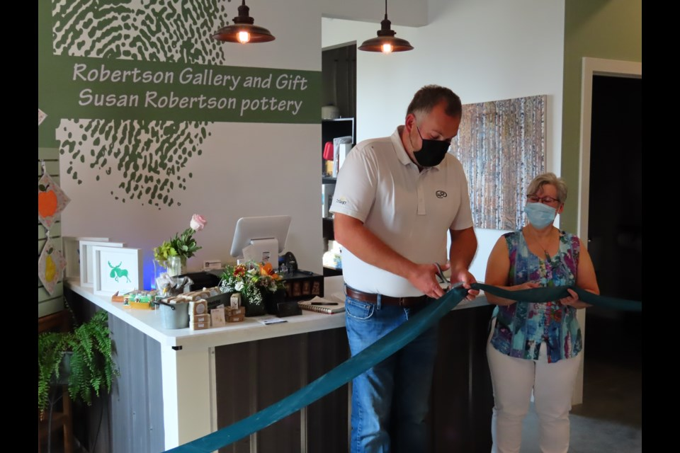 Broderick mayor Arlin Simonson joined Susan Robertson in cutting the ribbon on the new gallery.
