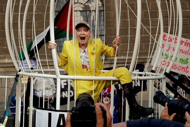 Designer Vivienne Westwood Leads Protest Supporting Assange Airdrietoday Com