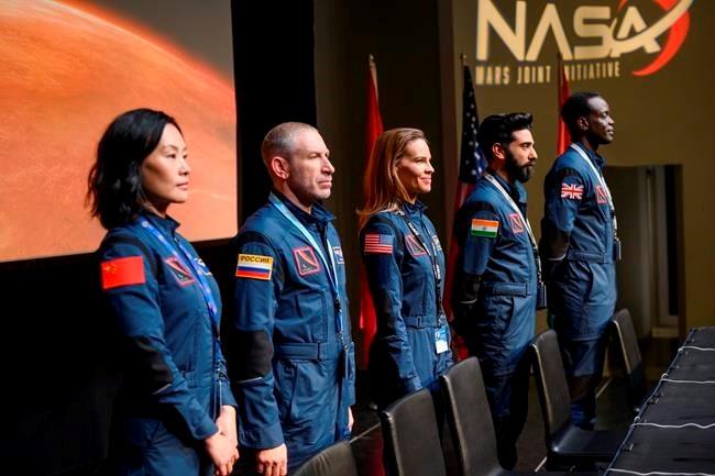 L'équipe internationale d'Away en route vers Mars