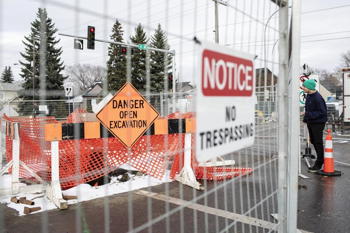 Sinkhole 23 metres deeps shuts down busy Edmonton intersection for repairs