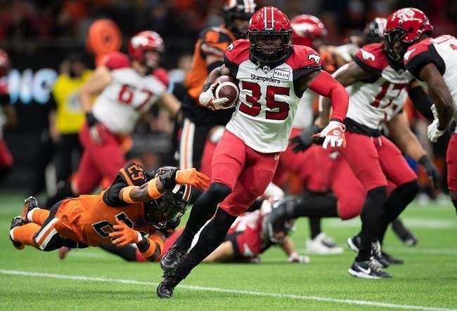 Bo Levi Mitchell, surging Calgary Stampeders trounce beleaguered B.C. Lions 39-10