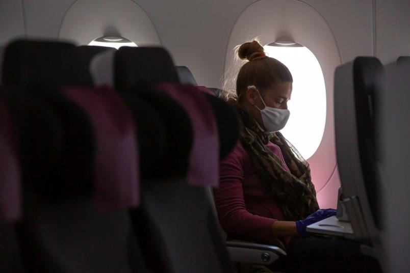 woman-plane-mask-covid