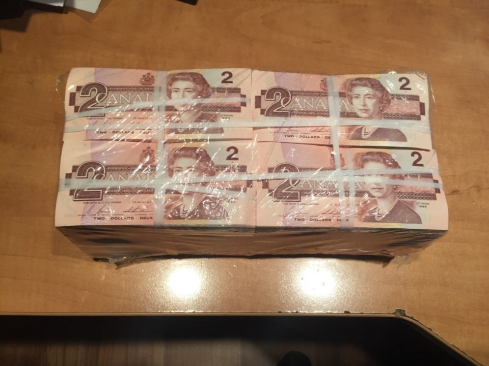 0127_theft_of_paper_currency2_moncton