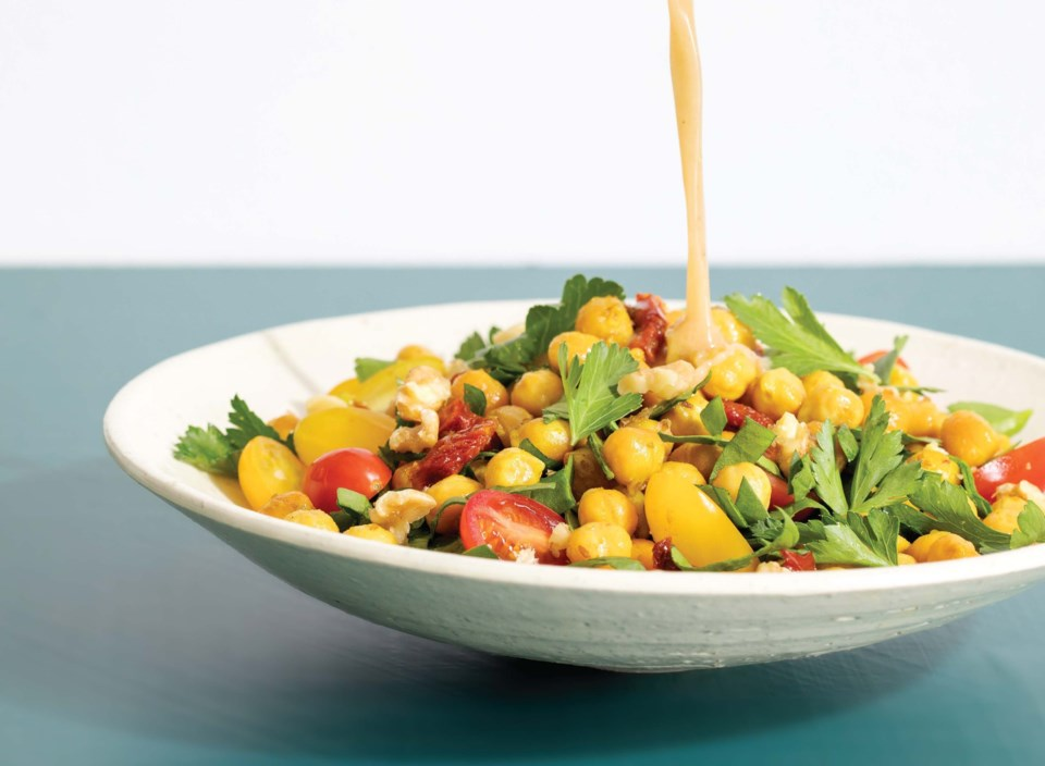 spiced-chickpea-sundried-tomato-and-spinach-salad-e1567222891108