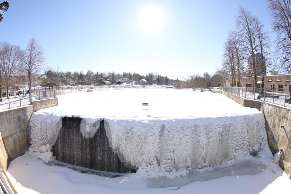 USED 2021 02 16 frozen fall fairy lake