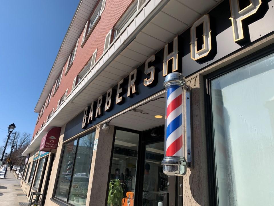USED 2022 02 22 barber shop DK