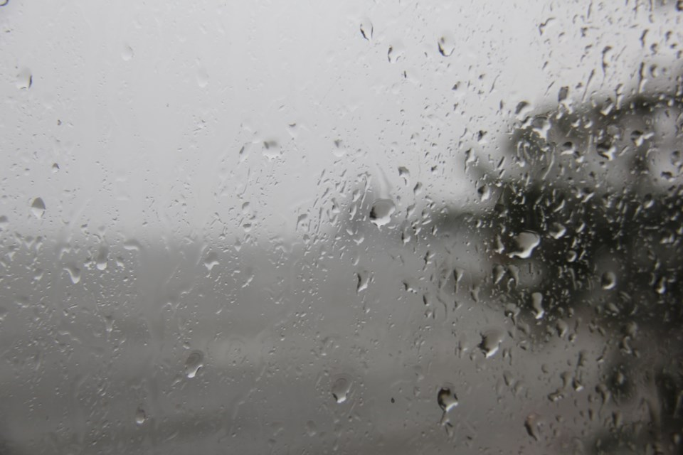 USED 2018-10-11goodmorning  7 Rain on the window. Photo by Brenda Turl for BayToday.