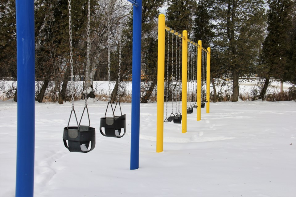 USED 2019-03-28goodmorning  7 Silent swings at Lee Park. Photo by Brenda Turl for BayToday.