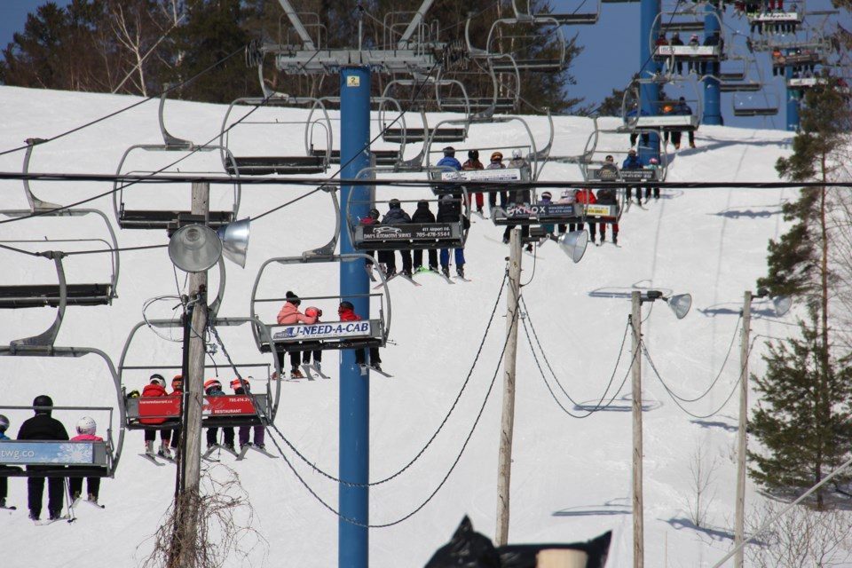 USED 2020-1-16goodmorningnorthbaybct 3 Busy chair lift. Laurentian Ski Hill, North Bay. Photo by Brenda Turl for BayToday.