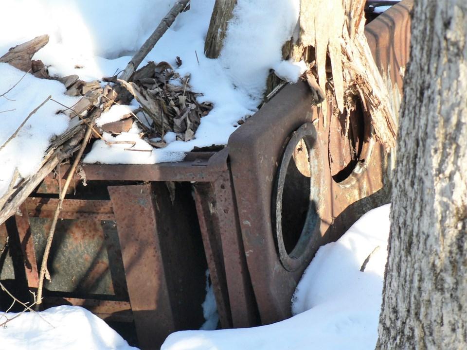 USED 2020-1-23goodmorningnorthbaybct  1 Abandoned stove, North Bay. Photo by Brenda Turl for BayToday.