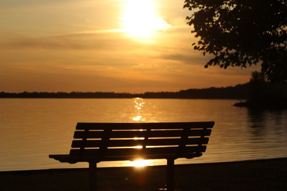 USED 2020-8-10goodmorningnorthbaybct  2 Bench at sunset. North Bay. Courtesy of Kevin Lalonde.