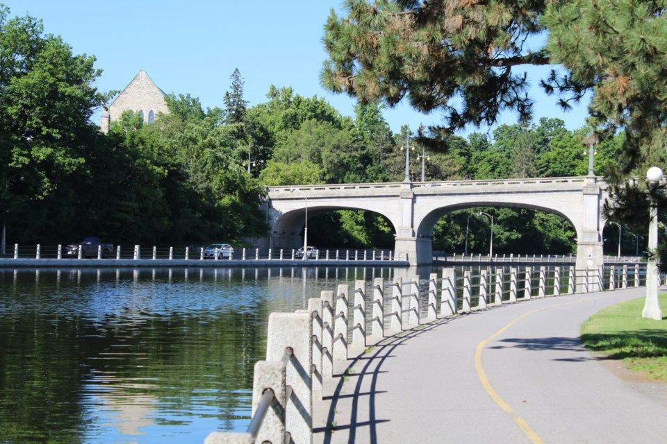 USED 2019-06-27 Bank Street bridge over Rideau Canal MV1