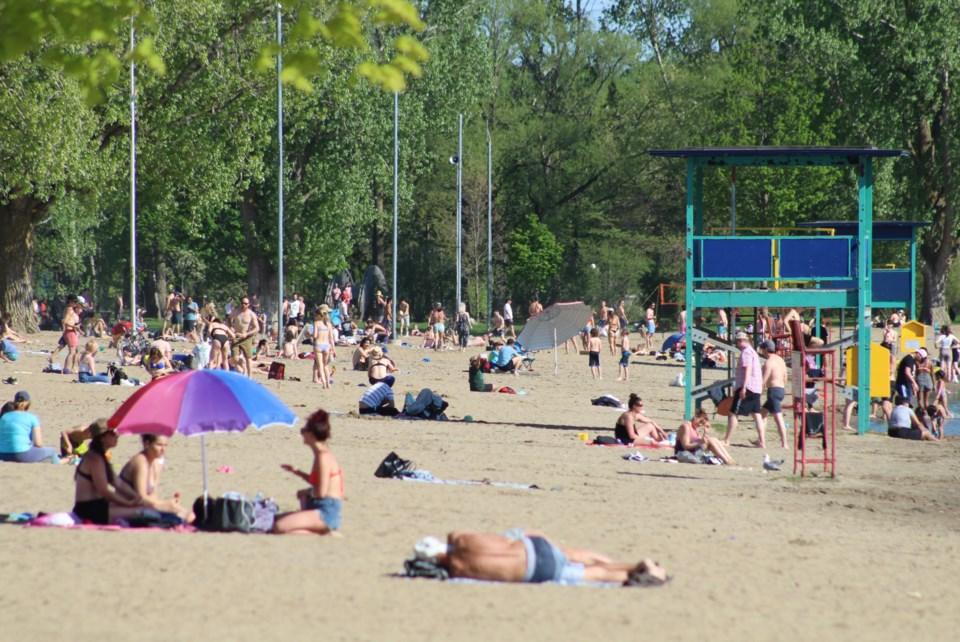 USED 2020-05-25 Mooney's Bay beach MV1