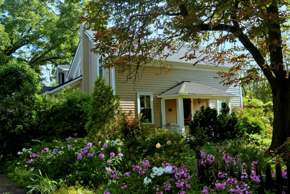 USED 37-decew-young-house
