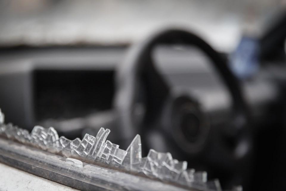broken car window AdobeStock_83374102