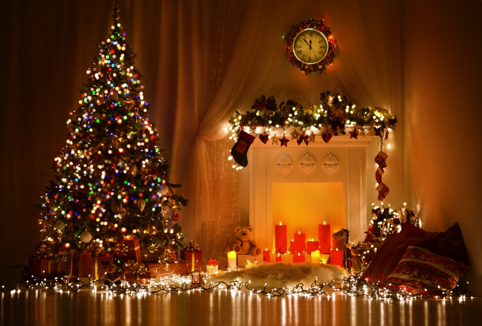 ChristmasTreeWithGifts