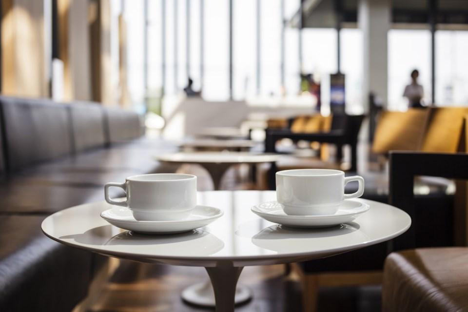 coffee shop AdobeStock