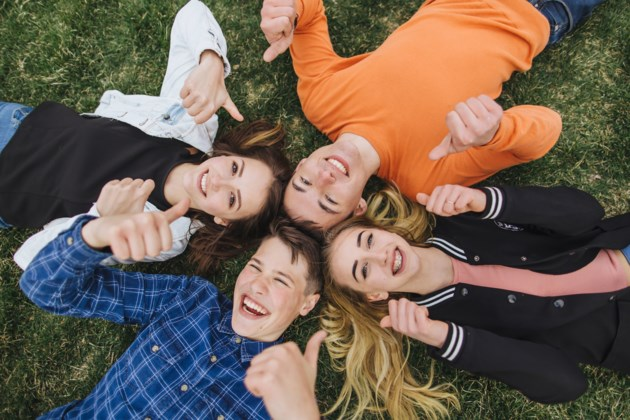 happy teens AdobeStock_166731610