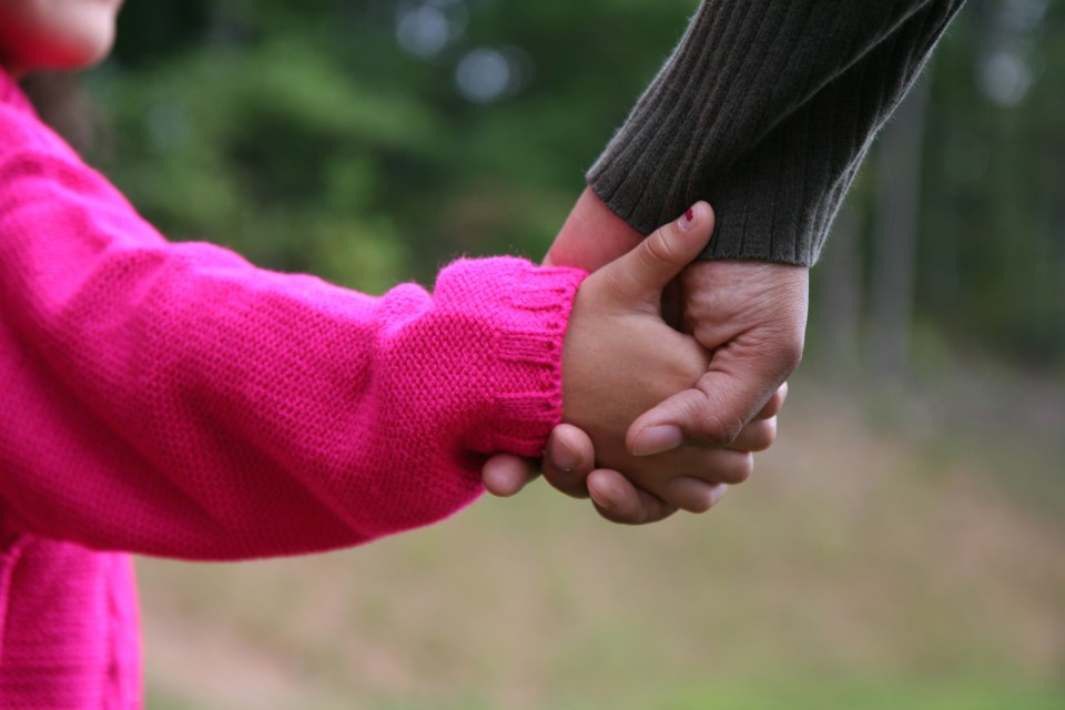 kid holding hands AdobeStock